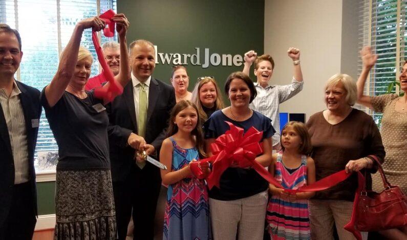 New Edward Jones celebrates with ribbon cutting